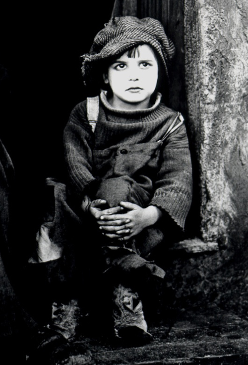 http://sd-5.archive-host.com/membres/images/164353825412355948/Chaplin_The_Kid.jpg