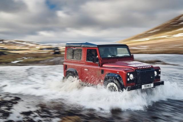 Land Rover lance une version V8 du Defender pour célébrer ses 70 ans Lrclassicdefenderworksv817011801